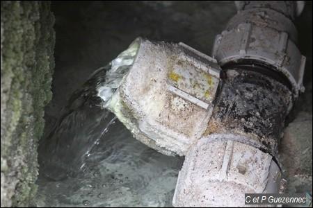 Tuyau de captage de la source chaude