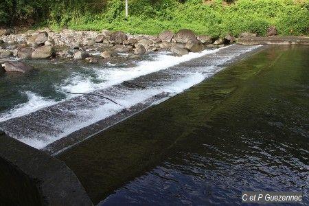 barrage  sur la Grande-Rivière de Vieux-Habitants